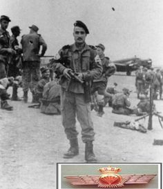 Pista de Sidi Ifni un paracaidista sostiene un subfusil Z-45, Guerra de Ifni 1957-1958.  https://aquellasarmasdeguerra.files.wordpress.com/2013/08/paracaidistas-sidi-ifni.jpg