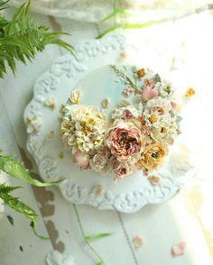 #그레이스장미 떨어지는 꽃잎들 . . . . . . . #라다케이크#앙금플라워#안산앙금플라워#수원앙금플라워#플라워케이크#떡케이크#꽃케이크#flower#flowercake#플라워리스#koreanflowercake#beanpaste#부평앙금플라워#온더테이블#취미스타그램#인천앙금플라워#베이킹클래스#작약#웨딩부케#광교앙금플라워#신혼부부#버터크림#buttercream#花#韩式唧花#甜品#豆沙#韩国豆沙花#豆沙花