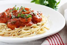 Linguini and Shrimp Fra Diavolo is an Italian classic. Make it for dinner tonight! | Skinnytaste