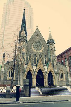 La Cathédrale Christ Church, downtown Montreal. beautiful.