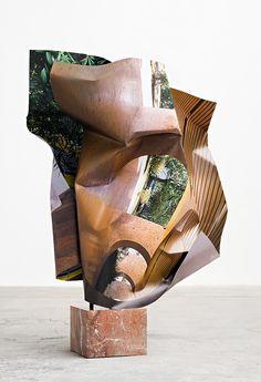 "Olaf Metzel – ""Lúcio Costa (1)"", 2016 – aluminium, stainless steel, digital print, red marble – 150 x 105 x 70 cm"