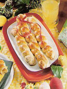 Cukroví na Vánoce: Jidášovy provazy Hot Dog Buns, Hot Dogs, Bread, Food, Brot, Essen, Baking, Meals, Breads