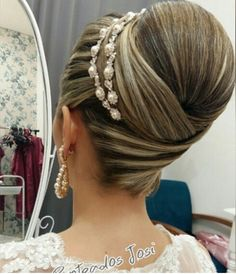 Amazing updo with hairband - Amazing updo with hairband Popular Ladies Bridal Hairdo, Hairdo Wedding, Hair Up Styles, Natural Hair Styles, Bride Hairstyles, Pretty Hairstyles, Mother Of The Bride Hair, Big Hair, Hair Videos