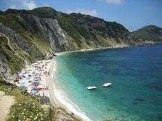 La spiaggia portoferraiese inserita nella classifica della nota rivista di viaggi americana Condé Nast Traveler