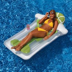 For the ultimate blending of fun and sun, choose this Swimline Margarita Pool Float. This pool float combines your love of margaritas and pool time. It's cool, comfy, and made of heavy-duty vinyl in a