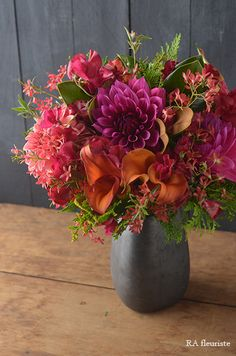 such a gorgeous combination Beautiful Flower Arrangements, Wedding Flower Arrangements, Flower Centerpieces, Flower Bouquet Wedding, Flower Vases, Flower Decorations, Floral Arrangements, Wedding Centerpieces, Flower Bouquets
