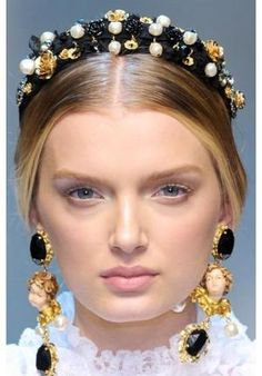 dolce and gabbana jeweled headband – embellish with beads and pearls - Haarschmuck Jewelry Accessories, Fashion Accessories, Fashion Jewelry, Jeweled Headband, Lily Donaldson, Headband Styles, Bandeau, Hair Jewelry, Turquoise Jewelry