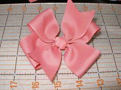 fabric bow tutorial Pinwheel Hairbow: How to make a pinwheel hairbow! Materials needed: grosgrain ribbon 24 gauge craft wire hot glue gun hair clip of choice How To Make Pinwheels, How To Make Bows, How To Make Hairbows, Ribbon Bows, Grosgrain Ribbon, Ribbon Hair, Ribbon Headbands, Hair Ribbons, Flower Headbands