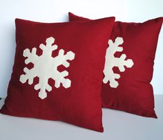 Two Handmade Snowflake Christmas Pillows, holiday pillow covers, decorative pillow, cushion, Christmas decoration - Christmas Crafts For Gifts, Christmas Store, Christmas Sewing, Christmas Decorations, Christmas Cushions, Christmas Pillow Covers, Diy Pillows, Handmade Pillows, Christmas Table Settings