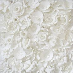 love these white flowers as decoration made out of plastic bottles All White, Pure White, White Paper Flowers, White Roses, Pretty Flowers, Sculpture Techniques, Shades Of White, White Aesthetic, Belle Photo