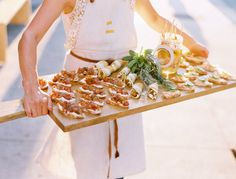 tapas in one tray. [by Leo Patrone for Kinfolk] Tapas, Brunch, Plum Pretty Sugar, Good Food, Yummy Food, Food Stations, Food Presentation, Food Inspiration, Catering