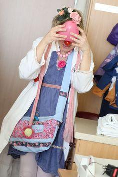 #Weltherztag: Frau Dr. Lala Rosa verschenkt ihr #Herz. Auf #Kinderstationen sogar in rosa. Auf der Kardiologie ist Latex verboten - also keine #Ballons. Und trotzdem verschenken die CliniClowns ihr Herz bei den #Begegnungen mit den jungen #Patienten.
