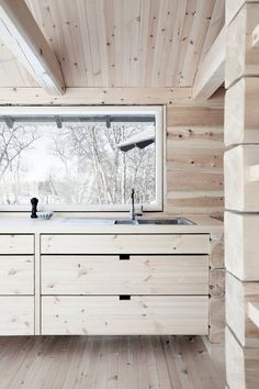 Here's a new, modern spin on rustic cabin style. Small Log Cabin, Cozy Cabin, Small Modern Cabin, Modern Cabin Interior, Modern Cabins, One Room Cabins, Old Cabins, Cabin Kitchens, Cabin Interiors