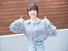 Gfriend Yuju ♥ Yuna Choi Gfriend Yuju, Kim Ye Won, Entertainment, G Friend, Kpop Girls, Ruffle Blouse, Beauty, Beautiful, Tops