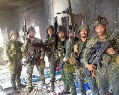 Philippine Marine Corps' Marine Special Operations Group (MARSOG) in Marawi 2017 Philippine Army, War Photography, Modern Warfare, Vietnam War, Marine Corps, High Quality Images, Firearms, Marines, Soldiers