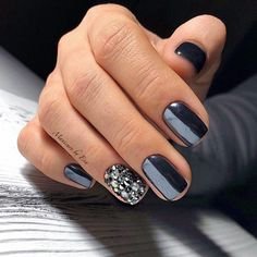 Easy Matte Nail Designs Ideas You'll Love - Page 20 of 62 Need new nails? We have gathered 62 stylish matte nails to inspire you. Matte can be used to create many different looks. New Year's Nails, Love Nails, Hair And Nails, Fabulous Nails, Gorgeous Nails, Dipped Nails, Nagel Gel, Creative Nails, Matte Nails