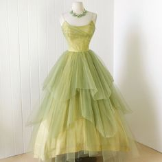 rare CEIL CHAPMAN golden lime tulle layers full skirt boned bodice cocktail party prom dress ceil chapman party dress with all the expected design elements only in a rare ethereal tulle Pretty Outfits, Pretty Dresses, Beautiful Outfits, Vintage 1950s Dresses, Vintage Outfits, 60s Dresses, Vintage Clothing, 1950s Fashion, Vintage Fashion