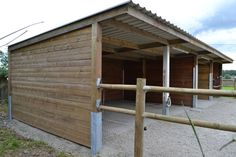 Contact-Poland - Shelters, boxes and sheds Contact-Pologne - Abris, boxes et hangars, Building A Carport, Metal Building Homes, Horse Shed, Horse Stalls, Simple Horse Barns, Barn Layout, Horse Paddock, Loafing Shed, Horse Shelter