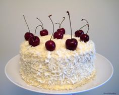 The best coconut cake in the world - La mejor tarta de coco del mundo - Sweet Pepitas Cake Recipes, Dessert Recipes, Desserts, Peruvian Recipes, Cream Cheese Recipes, Food Humor, Pavlova, Homemade Cakes, Cakes And More