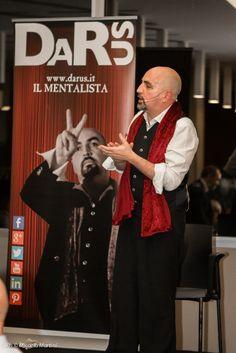 www.darus.it/spettacoli_aziendali il mentalista Darus si esibisce per Ipsen.