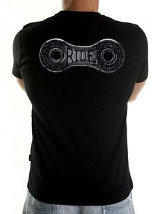 """Cool new cycling tee from Cycology. """"Ride lots"""" says Eddy and we have to agree with this profound and ageless wisdom. An ornate renaissance chain link painted in black ink on paper says it all. t-shirts Cycling T Shirts, Bike Shirts, Cycling Wear, Bike Wear, Cycling Jerseys, Cycling Bikes, Cycling Outfit, Bicycle Tattoo, Bike Tattoos"""