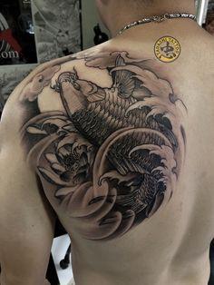 Kio Fish Tattoo, Pez Koi Tattoo, Koi Tattoo Sleeve, Carp Tattoo, Dragon Sleeve Tattoos, Fish Tattoos, Cool Tattoos, Koi Tattoo Design, Tatoo Designs