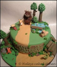 I have been wanting to create a gruffalo cake for a long time now and this week I finally got the chance! :) I really wanted to try to tell the gruffalo story capturing each scene. This was a cake and to make sure I had enough room for the. Girly Birthday Cakes, School Cake, Novelty Cakes, Cakes For Boys, Creative Cakes, No Bake Cake, Cake Pops, Fondant, Cake Decorating
