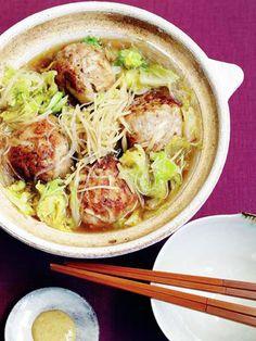 里芋のもちもち感を肉団子に詰めて、しょうが風味で食べる台湾鍋。|『ELLE a table』はおしゃれで簡単なレシピが満載!