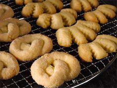 Kampaleipä tai kampanisu on perinteinen suomalainen kahvileipä. Kampaleipätaikinan erityisyys on sen sisältämä hapanmaitotuote. Tässä ohjeessa käytetään smetanaa.