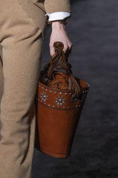 Fashion Milan, Madame, Leather Bag, Vogue, Michael Kors, Shoulder Bag, Handbags, Fall, Tote Bag