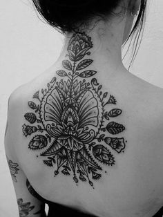 Women's Back Tattoos: black pattern with flower outlines pointing outward