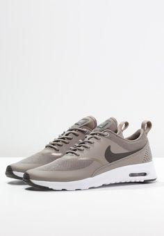 Dieser Sneaker ist ein echter Klassiker. Nike Sportswear AIR MAX THEA - Sneaker - iron/dark storm/white für 119,95 € (29.11.15) versandkostenfrei bei Zalando bestellen.