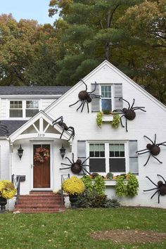 These Giant DIY Spiders Are Our New Favorite Halloween Decor - - One is creepy, but a cluster of huge, hairy, scary spiders is spine-chilling! Foam tubes and faux fur make it easy and cheap to infest your home with this DIY Halloween decor. Halloween Decorations To Make, Halloween Party Decor, Halloween 2020, Costume Halloween, Holidays Halloween, Happy Halloween, Halloween Makeup, Scary Halloween, Women Halloween