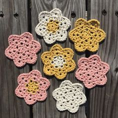 Lacy Crochet Flower Tutorial | lizziebellablog.com
