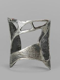 Jewelry | Jewellery | ジュエリー | Bijoux | Gioielli | Joyas | Art | Arte | Création Artistique | Artisan | Precious Metals | Jewels | Settings | Textures | Rene Talbot Silver Cuff