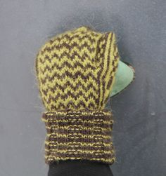 Chevron mittens, free pattern by Pipo&mitten Mittens, Knitted Hats, Chevron, Free Pattern, Beanie, Knitting, Fingerless Mitts, Tricot, Breien
