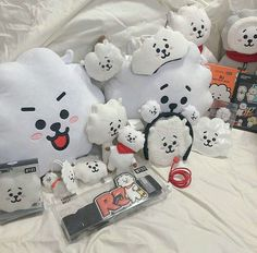 Aesthetic Rooms, Kpop Aesthetic, Aesthetic Art, Bts Doll, V Chibi, Army Room Decor, Bts Playlist, Line Friends, Kpop Merch