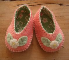 dolly shoes | for little dolly feet | Por: prairie.mouse | Flickr - Photo Sharing!
