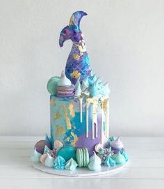 Mermaid birthday parties are very trendy at the moment💦 so we took some cake inspo from 🧜🏻‍♀️What do you think of this ? Little Mermaid Cakes, Mermaid Birthday Cakes, Mermaid Cupcakes, Mermaid Tail Cake, 15th Birthday Cakes, Sea Cakes, Drip Cakes, Cake Art, Birday Cake