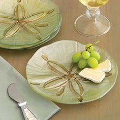 Love these sand dollar plates, great for snacks, appetizers, dessert...