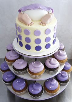 Purple Baby Shower - perfect shades of purple on this cupcake tower, and a cute baby bum at the top! Baby Shower Parties, Baby Shower Themes, Shower Ideas, Purple Baby Shower Decorations, Baby Shower Cupcakes For Girls, Shower Bebe, Girl Shower, Decoracion Baby Shower Niña, Lavender Baby Showers