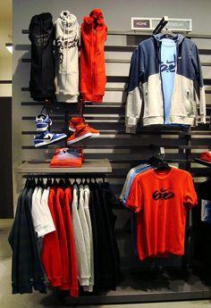 Nike Visual Merchandiser para Vitrina - BCN Franchises by Irene Martnez Dez, via Behance Clothing Store Interior, Clothing Store Displays, Clothing Store Design, Boutique Interior, Shop Interior Design, Visual Merchandising Fashion, Retail Merchandising, Denim Display, Design Nike