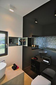 Badezimmer Haus_jh - Glas, Sichtbetonwaschtisch - geschliffener Estrich als Bodenbelag