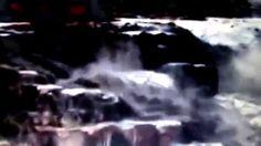 Vídeo mostra as águas do rio Tietê  que se parecem mais com piche.
