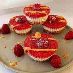 Mevsiminde Tüketemediğim çilekleri Blendardan Geçirip Elde Ettiğim Sos Muffin, Breakfast, Food, Meal, Eten, Meals, Muffins, Morning Breakfast