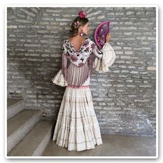Not the top but really like the skirt. Spanish Fashion, Spanish Style, Spanish Costume, Flamenco Costume, Folk Fashion, Folk Costume, Christmas Fashion, Modest Outfits, Traditional Dresses
