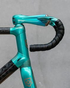 The Bastion Cycles' Demon for Netherlands' Bureau Fidder with Busyman Bicycles' custom Leatherwork. Bici Fixed, Fixed Bike, Fixed Gear, Bicycle Garage, Bicycle Parts, Cycling Art, Cycling Bikes, Cycling Quotes, Cycling Jerseys
