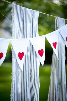 Minnesota Wedding by Laura Ivanova Photography LOVE Nettes Herzbanner Bunting Garland, Bunting Banner, Bunting Ideas, Fabric Bunting, Valentine Banner, Be My Valentine, Heart Banner, Carnival Wedding, Pastel