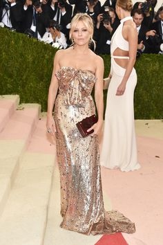 All of the best looks and outfits from the 2016 Met Gala red carpet. - Sienna Miller