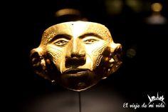 Una increíble #máscara funeraria #precolombina en el Museo del #Oro de #Bogotá #Colombia #Mark #Gold #GoldMuseum